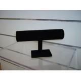 Expositor de pulseras negro terciopelo una altura circular.